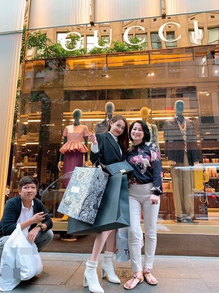 Shopping kiểu nữ quyền như Nhã Phương - Trường Giang: Vợ sắm hàng hiệu xịn sò - chồng dùng đồ bình dân-3
