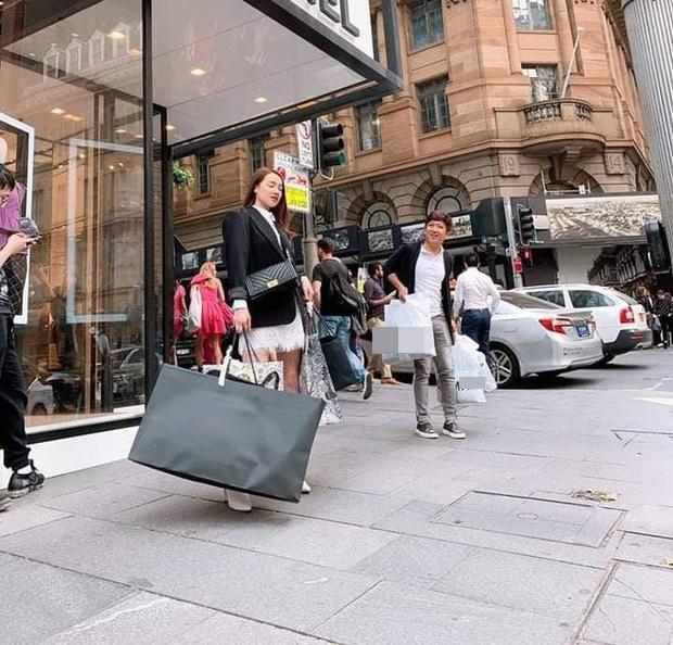 Shopping kiểu nữ quyền như Nhã Phương - Trường Giang: Vợ sắm hàng hiệu xịn sò - chồng dùng đồ bình dân-2