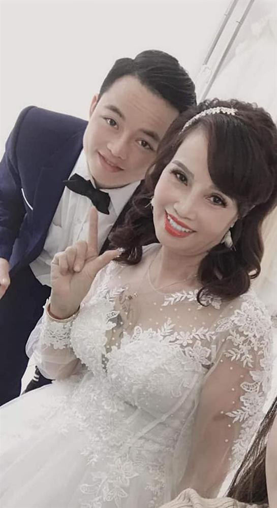 Cô dâu 62 tuổi chơi lớn chụp lại ảnh cưới, dân mạng chỉ săm soi ngoại hình sau thẩm mỹ của cặp đôi-2