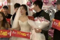 Chàng trai số hưởng được bạn gái cầu hôn bằng sổ đỏ, xe sang
