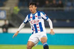 Văn Hậu khoe ảnh ra sân ở SC Heerenveen nhưng fans chỉ săm soi đến vết thương ở chân