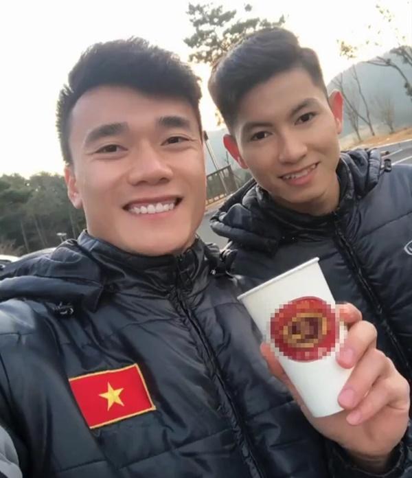 Đình Trọng khoe quà, Đức Chinh liên tục đăng ảnh check-in Hàn Quốc-4