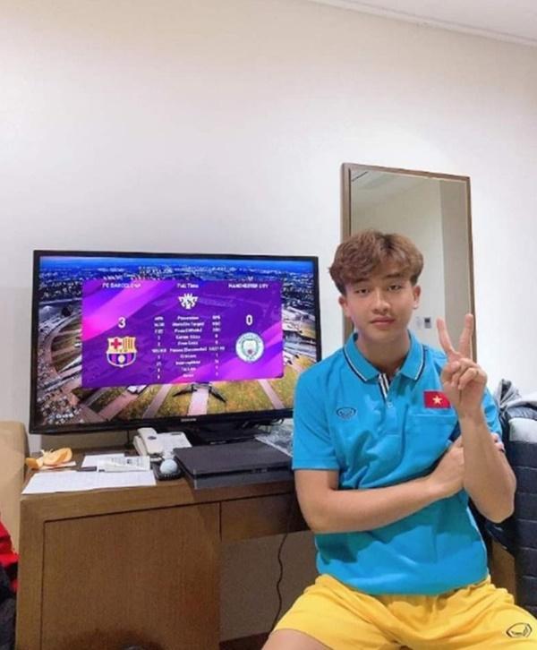 Đình Trọng khoe quà, Đức Chinh liên tục đăng ảnh check-in Hàn Quốc-5