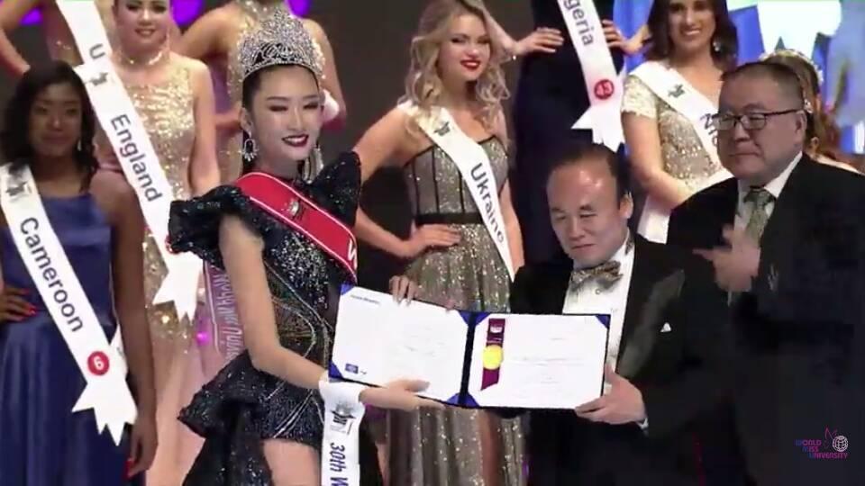 Đi thi trong lặng lẽ, Thanh Khoa bất ngờ đăng quang Hoa hậu Sinh viên Thế giới 2019-3