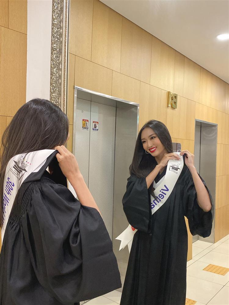 Đi thi trong lặng lẽ, Thanh Khoa bất ngờ đăng quang Hoa hậu Sinh viên Thế giới 2019-11