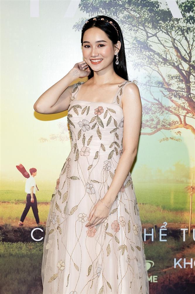Phan Mạnh Quỳnh hát Có chàng trai viết lên cây tại họp báo phim Mắt Biếc-3