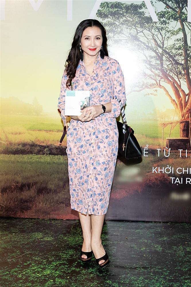 Phan Mạnh Quỳnh hát Có chàng trai viết lên cây tại họp báo phim Mắt Biếc-13