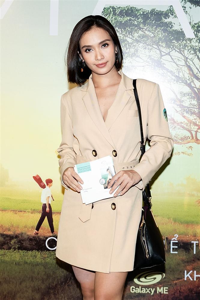Phan Mạnh Quỳnh hát Có chàng trai viết lên cây tại họp báo phim Mắt Biếc-16