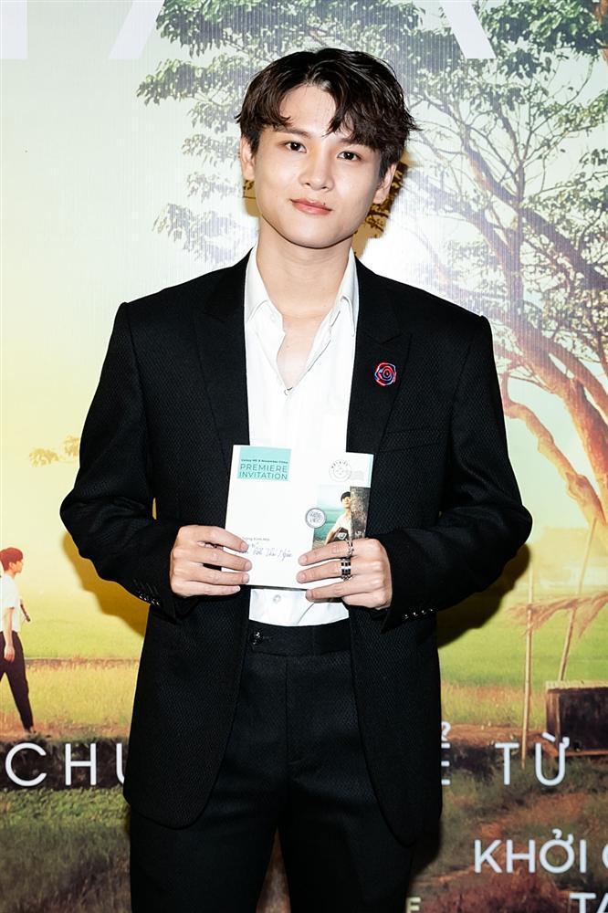 Phan Mạnh Quỳnh hát Có chàng trai viết lên cây tại họp báo phim Mắt Biếc-14
