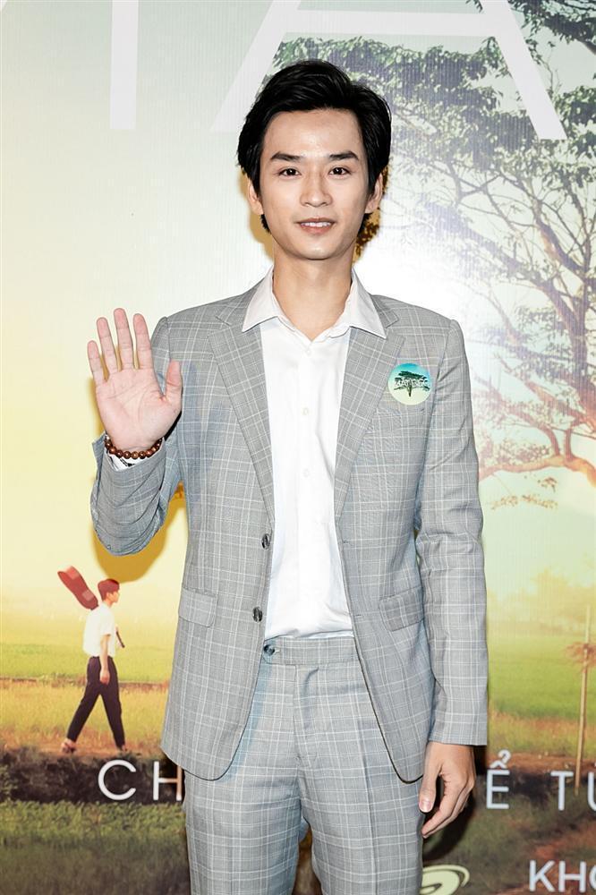 Phan Mạnh Quỳnh hát Có chàng trai viết lên cây tại họp báo phim Mắt Biếc-4