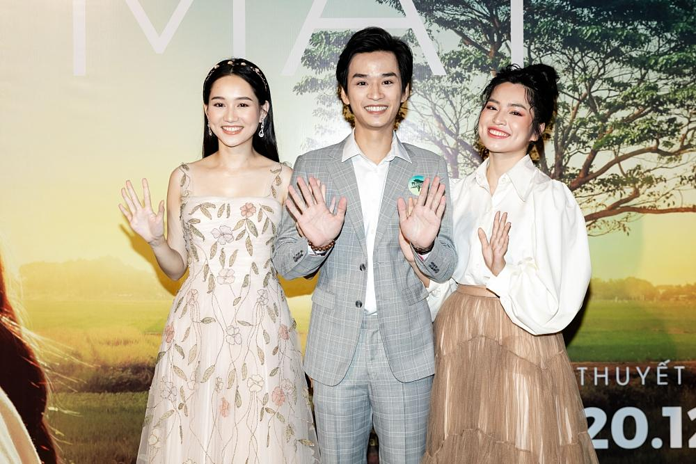 Phan Mạnh Quỳnh hát Có chàng trai viết lên cây tại họp báo phim Mắt Biếc-6