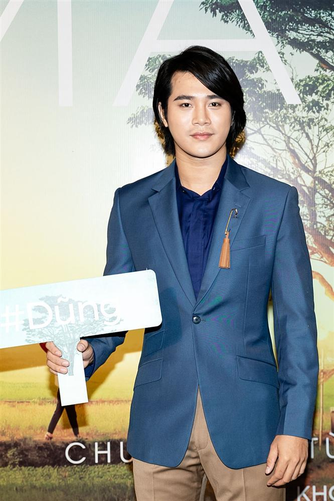 Phan Mạnh Quỳnh hát Có chàng trai viết lên cây tại họp báo phim Mắt Biếc-7