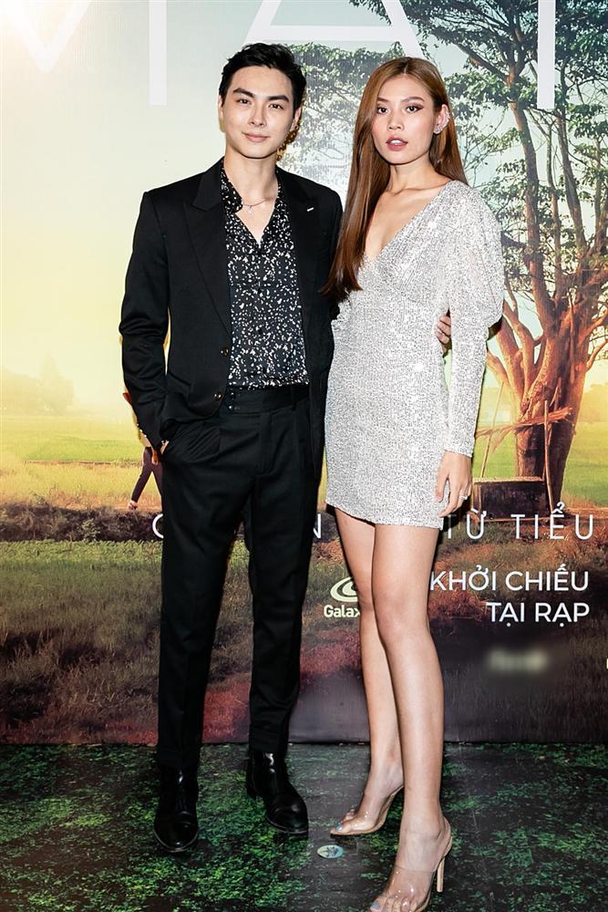 Phan Mạnh Quỳnh hát Có chàng trai viết lên cây tại họp báo phim Mắt Biếc-20