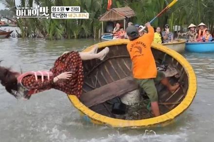 Hoa hậu Hàn được chồng trẻ kém 18 tuổi lao xuống cứu khi rơi khỏi thuyền thúng
