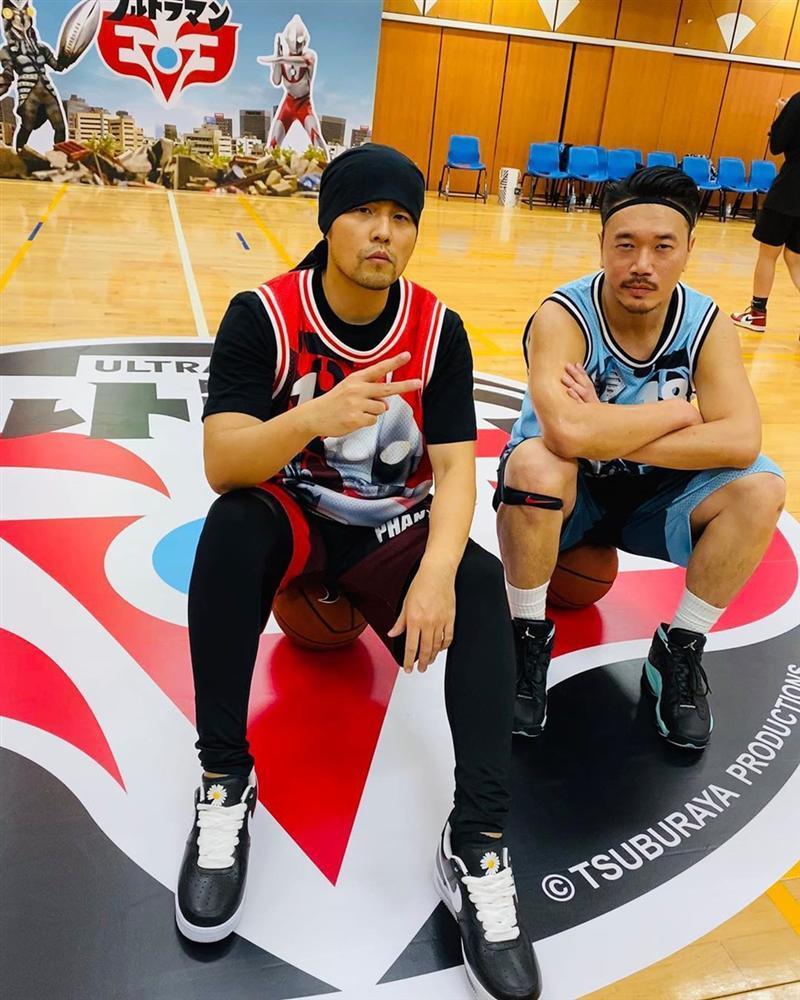 Dàn cầu thủ Việt, ca sĩ nổi tiếng sở hữu đôi giày hoa cúc của G-Dragon-5
