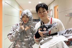 Dàn cầu thủ Việt, ca sĩ nổi tiếng sở hữu đôi giày hoa cúc của G-Dragon