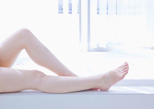 Nhan sắc có thể lên xuống bất thường, nhưng đôi chân thon nuột của Triệu Vy là bất biến-13