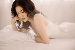 Bạn gái Đoàn Văn Hậu đăng ảnh gợi cảm mừng sinh nhật tuổi 21