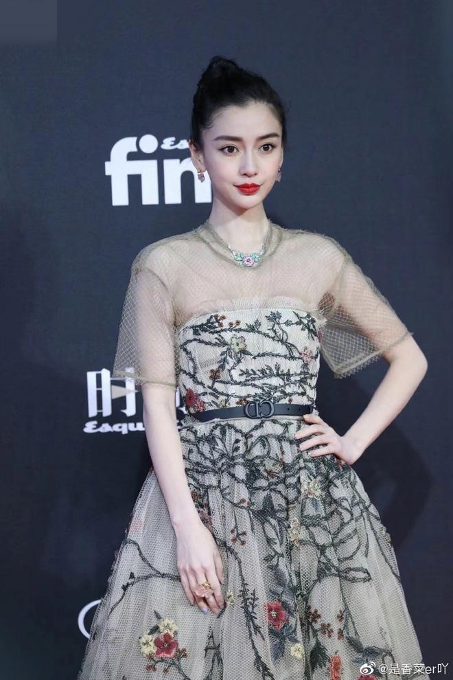 Biểu tượng thời trang như Angelababy mà cũng mắc lỗi trang phục chán đời như Hiền Hồ, Linh Ka-1