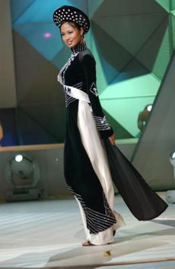 Hoàng Thùy và Lệ Hằng quên mặc áo dài tại Hoa hậu Hoàn vũ-3