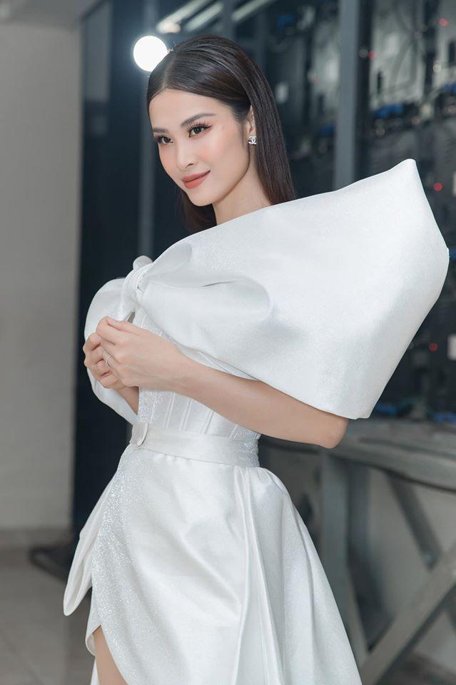 SAO MAKE OVER: Hoa hậu Khánh Vân - HHen Niê mất điểm vì phong cách trang điểm già chát, không hợp mặt-6