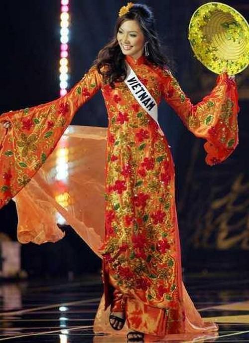 Hoàng Thùy và Lệ Hằng quên mặc áo dài tại Hoa hậu Hoàn vũ-4