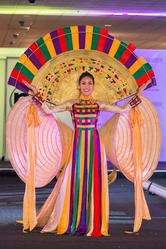 Hoàng Thùy và Lệ Hằng quên mặc áo dài tại Hoa hậu Hoàn vũ-16