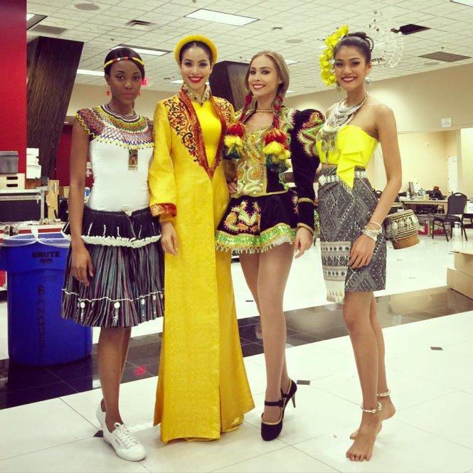 Hoàng Thùy và Lệ Hằng quên mặc áo dài tại Hoa hậu Hoàn vũ-14