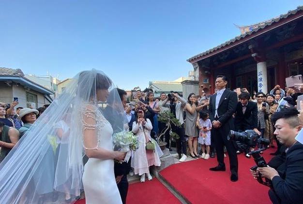 Những đám cưới hot nhất Cbiz năm 2019: Người xa hoa bạc tỷ, kẻ giản dị bất ngờ-5
