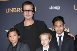 Brad Pitt bị đồn ngày càng xa cách với con nuôi