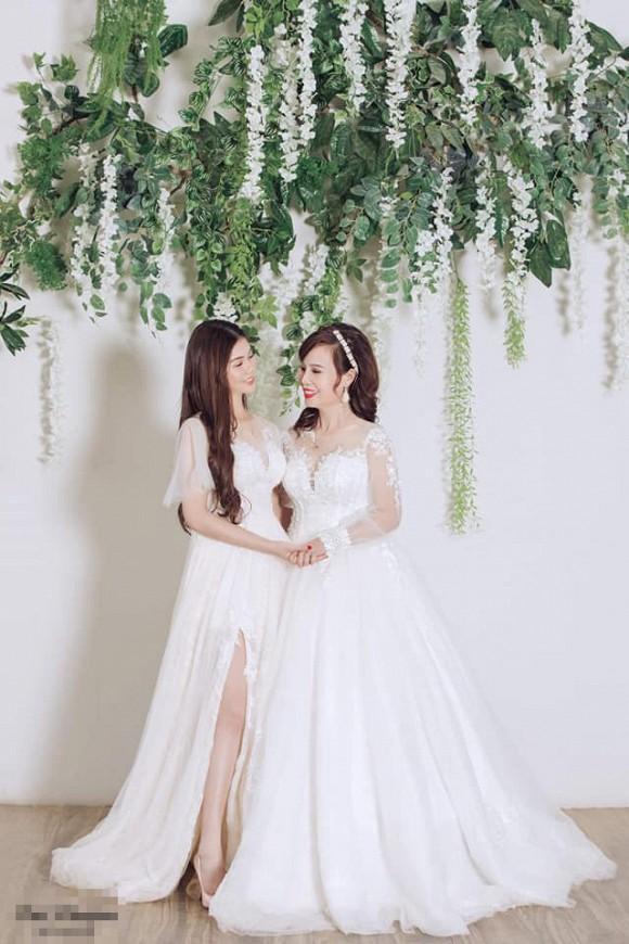 Cô dâu 62 tuổi khoe cả gia đình chụp ảnh cưới, nhan sắc xinh đẹp của con gái cả chiếm spotlight-4