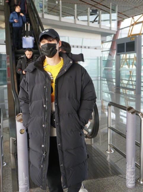 Phi công trẻ Ngụy Đại Huân bị chỉ trích thậm tệ vì cố tình khoe chuyện tình cảm với Dương Mịch-3