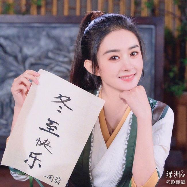Triệu Lệ Dĩnh và Vương Nhất Bác khoe ảnh đẹp ngất ngây, gửi tặng fans món quà nhân ngày Đông Chí-1
