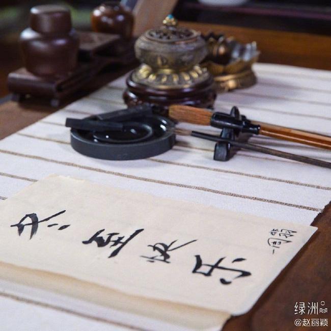 Triệu Lệ Dĩnh và Vương Nhất Bác khoe ảnh đẹp ngất ngây, gửi tặng fans món quà nhân ngày Đông Chí-2