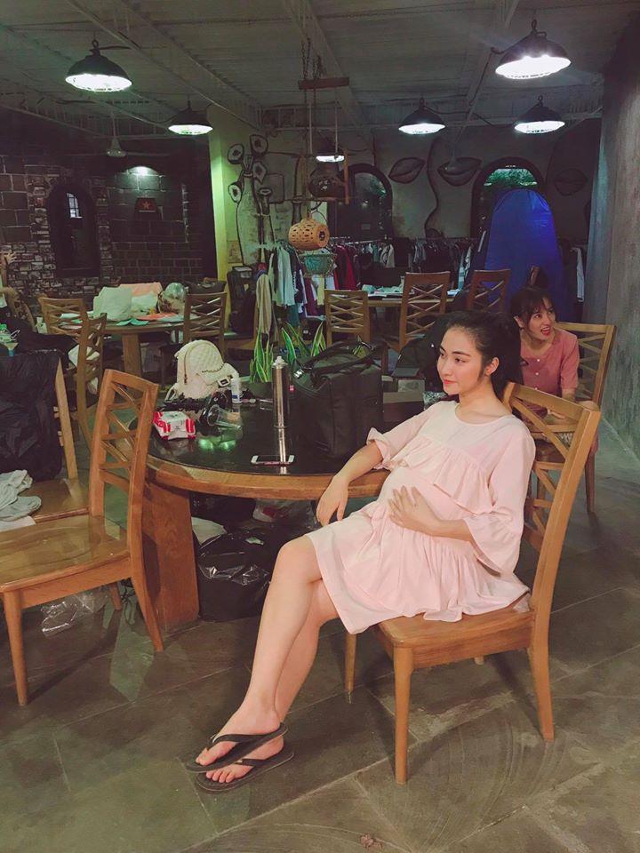 Lộ ảnh Hòa Minzy bụng bầu, chứng cớ dân mạng đưa ra càng có thêm cơ sở nữ ca sĩ đã sinh con-1