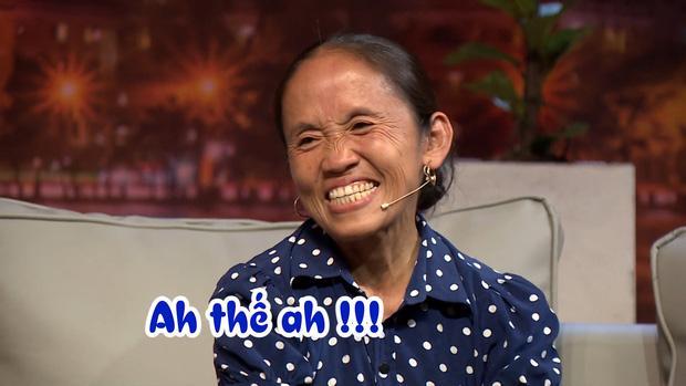 Gọi NSND Hồng Vân là cháu, bà Tân Vlog chữa ngượng ngay trên truyền hình khi biết mình kém tuổi-4