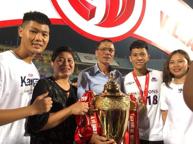 Nhan sắc 3 nàng WAGs cùng tên Trang của tuyển Việt Nam-9