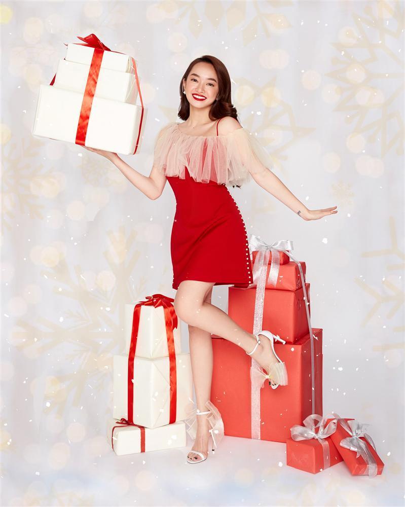 2 nhóm bạn thân lên đồ đón Giáng Sinh: Chi Pu nhảy sexy theo phong cách Mean Girls cân cả dàn Kaity, Trang Hý, Hoàng Yến Chibi-3