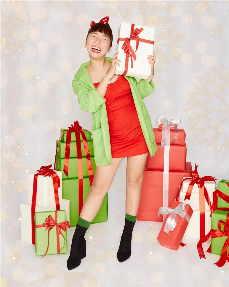 2 nhóm bạn thân lên đồ đón Giáng Sinh: Chi Pu nhảy sexy theo phong cách Mean Girls cân cả dàn Kaity, Trang Hý, Hoàng Yến Chibi-4