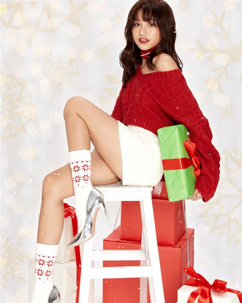2 nhóm bạn thân lên đồ đón Giáng Sinh: Chi Pu nhảy sexy theo phong cách Mean Girls cân cả dàn Kaity, Trang Hý, Hoàng Yến Chibi-5