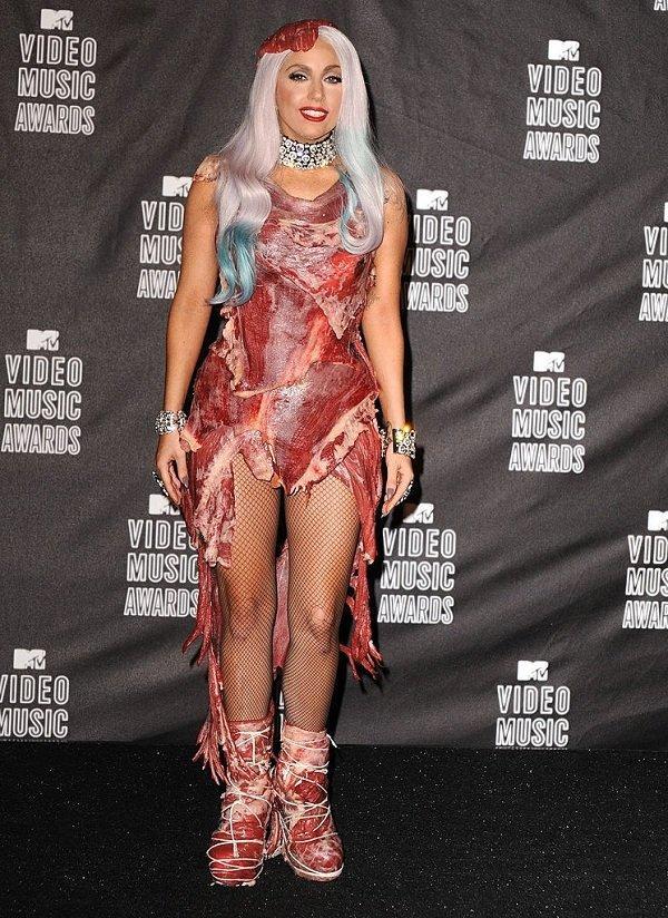 Việt Nam giờ mới hot áo thịt lợn sang chảnh chứ Lady Gaga diện ở Mỹ lâu rồi!-8