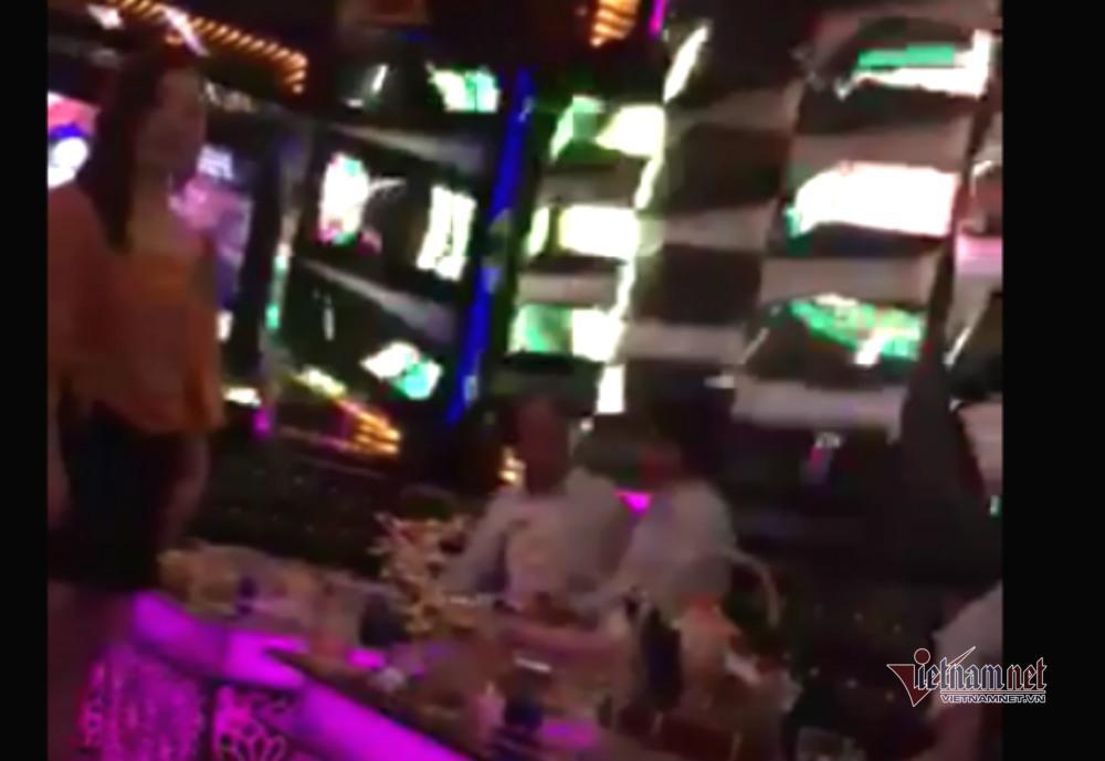 Nghi vấn Viện trưởng KSND ở Đắk Lắk đi hát karaoke ôm bị quay clip-3