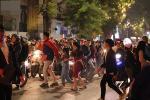 Bức ảnh minh chứng rõ nhất về độ chịu chơi của người dân Hà Nội: Đêm Noel đông đến mấy cũng ra đường!-7