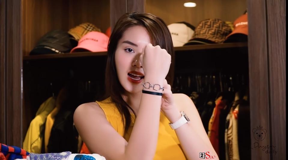 Kỳ Duyên đu theo trend đập hộp với những món hàng hiệu đắt giá sắm tại Hàn Quốc-14