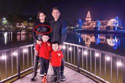 Hiếm hoi đăng ảnh đầy đủ chồng con, Tâm Tít lại bị soi 'kém duyên' vì thời trang xuyên thấu