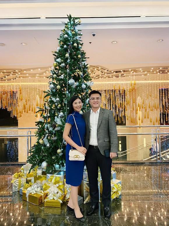 Không còn giấu kín, chồng sắp cưới của hoa hậu Ngọc Hân đăng ảnh đón Giáng sinh bên nhau-2