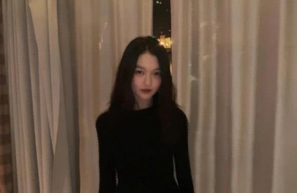 Không chỉ sành điệu, con gái 13 tuổi của Vương Phi còn gây sốt với chiều cao đáng ngạc nhiên-4