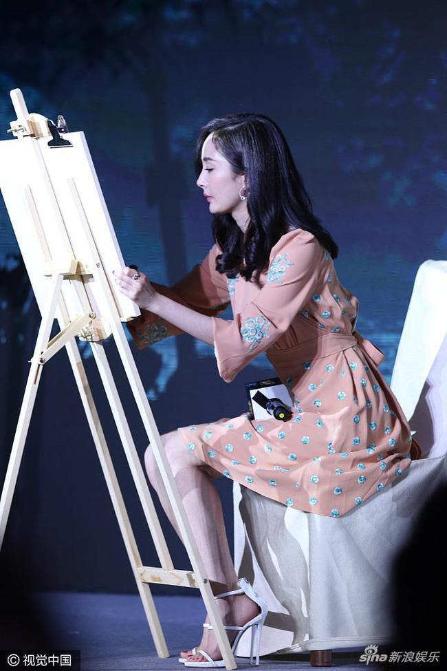 Minh tinh Hoa ngữ đọ tài vẽ tranh: Vương Nhất Bác và Tiêu Chiến múa bút đẹp bất ngờ-7