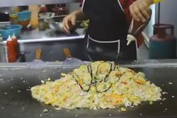 Học người Malaysia chế biến món cơm rang lạ vị