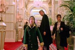 Đài truyền hình gây phẫn nộ vì cắt cảnh có ông Trump khỏi phim 'Ở nhà một mình'